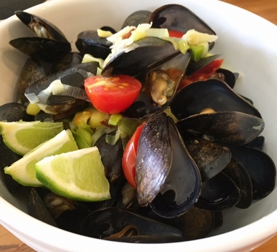 Mussels with Leeks, Garlic and Lime (400x364).jpg