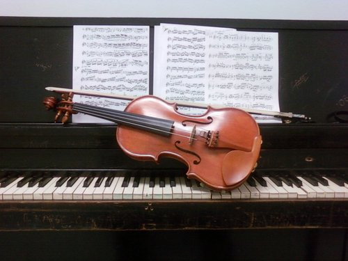 Violin_Piano_Pair_by_SineNombre3.jpg