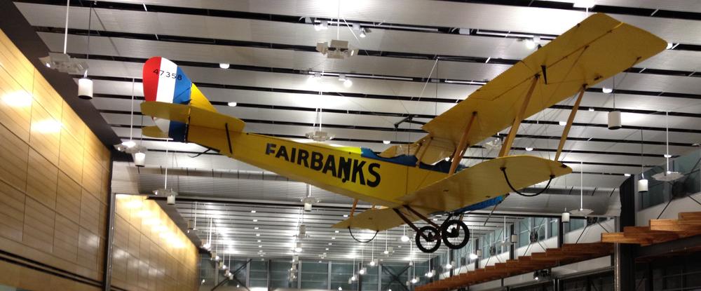 机场随处可见十分有特色的阿拉斯加装饰品,小飞机(点击放大)