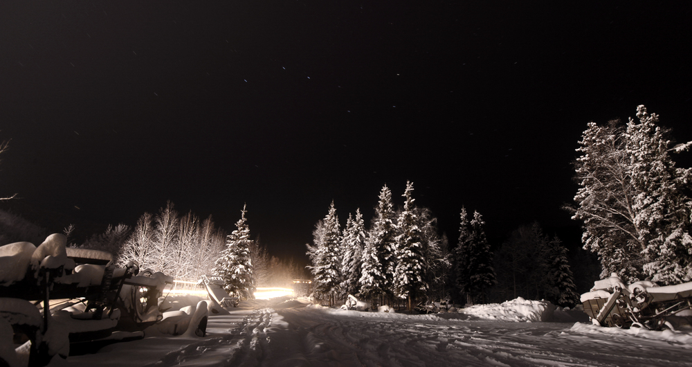 Chena通往后山的路,北斗七星清晰可见,这大概也就是晚上7点多(点击放大)