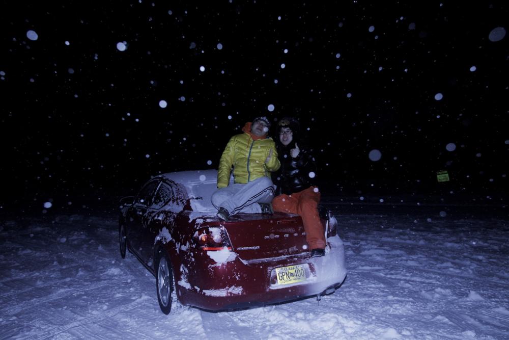 凌晨3点,温度已经接近零下40度,临崩溃前在车上自拍合影一张(点击放大)