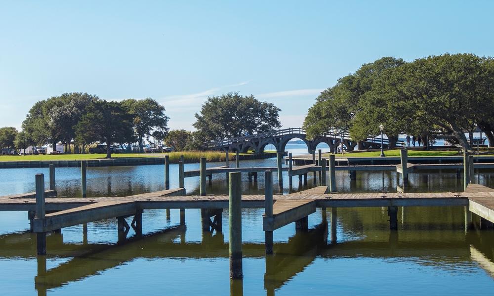 湖边的小木桥(点击放大)