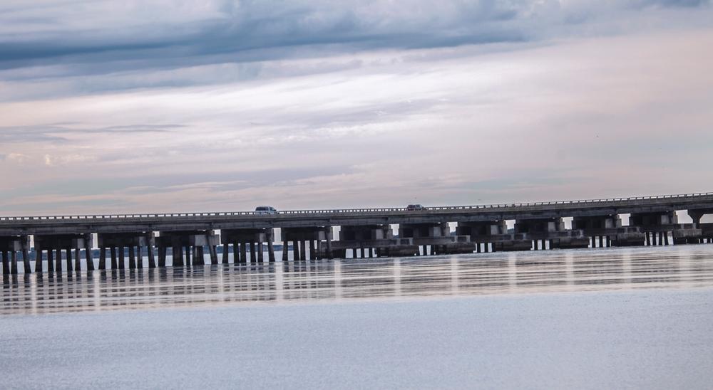 连接两个Outer Banks小岛的大桥(点击放大)