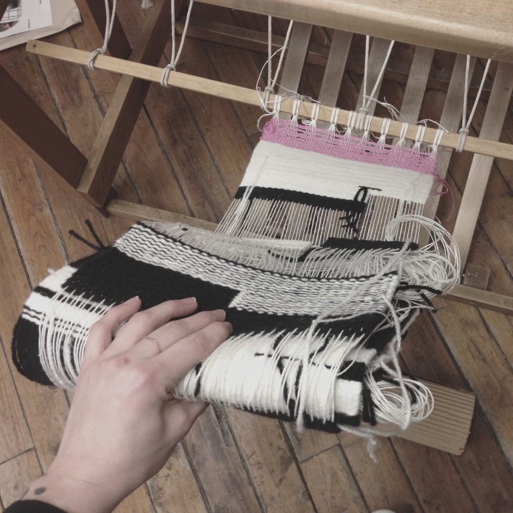 Taking tapestries off the loom