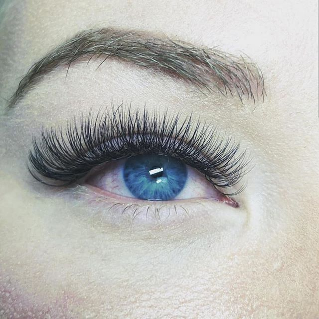 ❄❄❄ Let's just take a minute to admire this picture. • • @es_esthetics  does it again. • • #blueeyes#lashes#fluffy#stunning#perfection#esthetician#lashextensions#amore#meridian#thisisboise