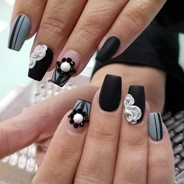 🖤🖤 • • Inspiration not a recreation from @kiaraskynails. #matte#black#gray#nailporn#amore#meridian#3d#acrylicnails#valentino#kupatv#kupaacrylic • • @skybeadsonline @kiaraskynails @kupa_tv