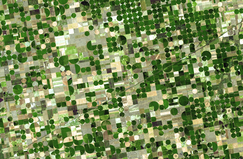 Center pivot irrigation systems shaping the Great Plains - 2006.