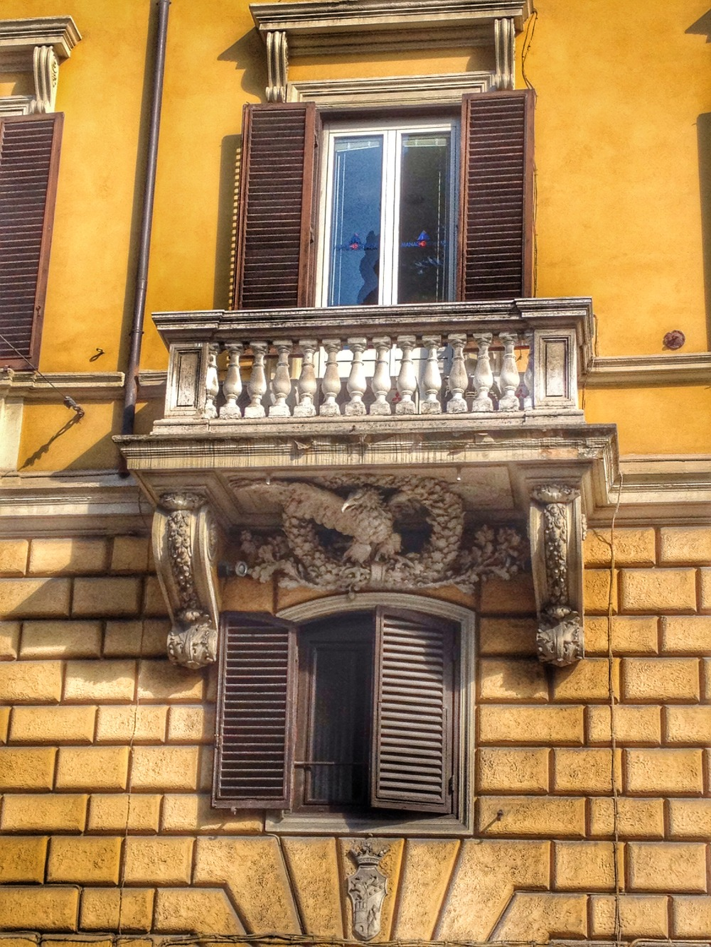 Window details in downtown Rome
