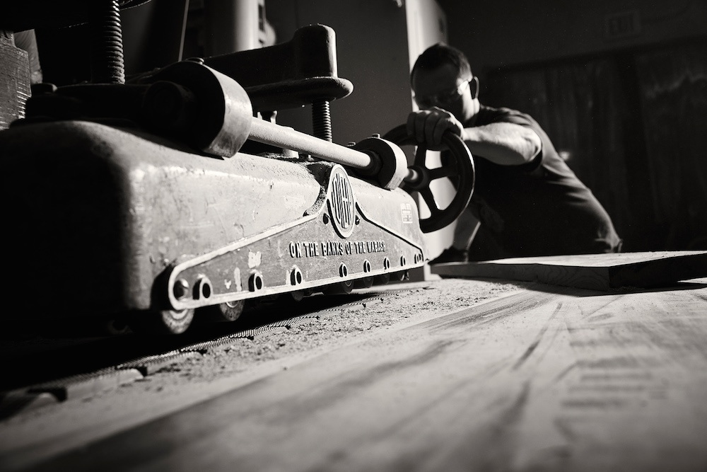 Woodshop-machine-worker-black-white.jpg