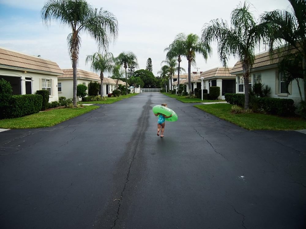 Kid-inflatable-pool-toy-street-palm-trees.jpg