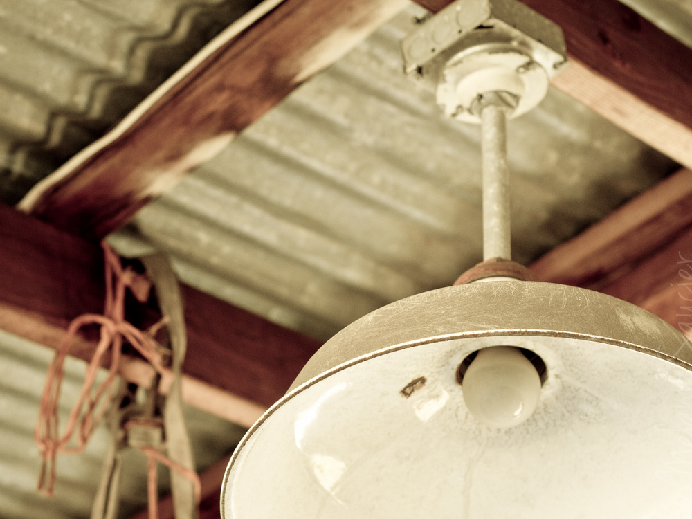 Vintage_Lamp_Old_Farm_2048x1536