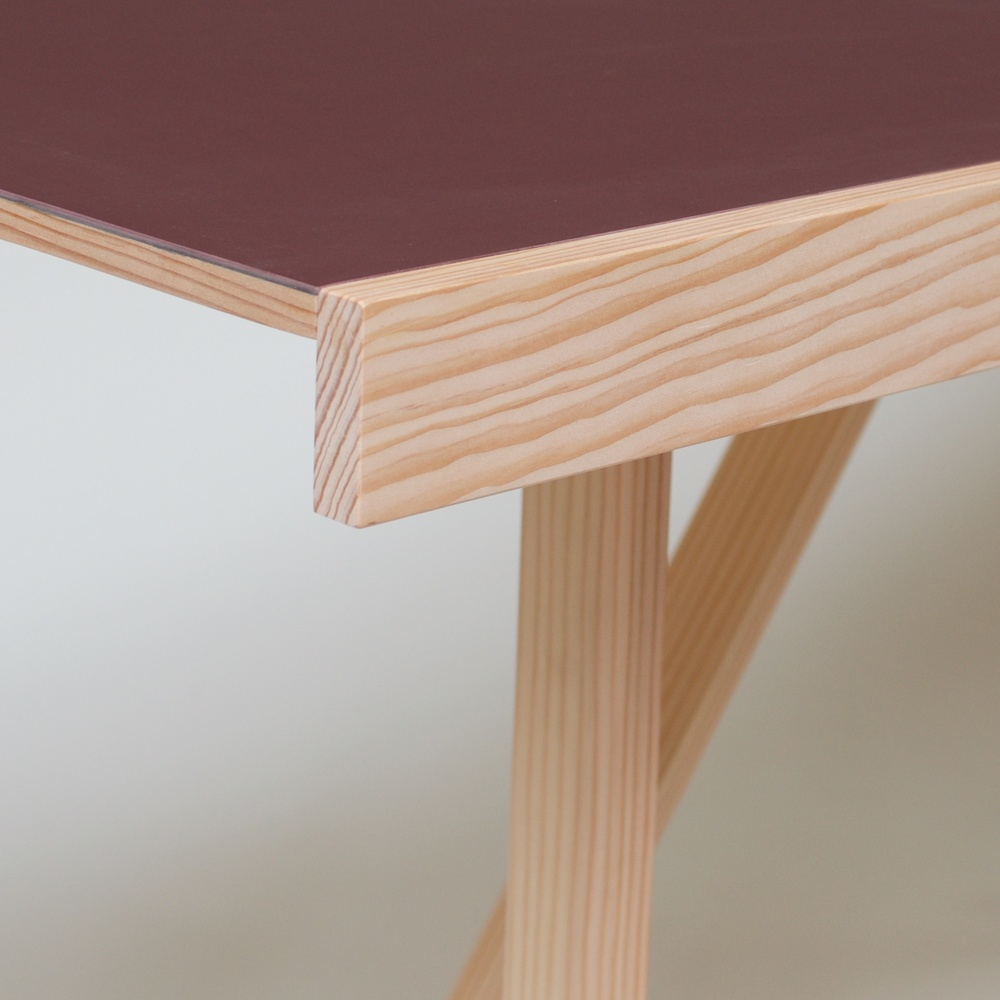 Lino Folding Table detail.jpg