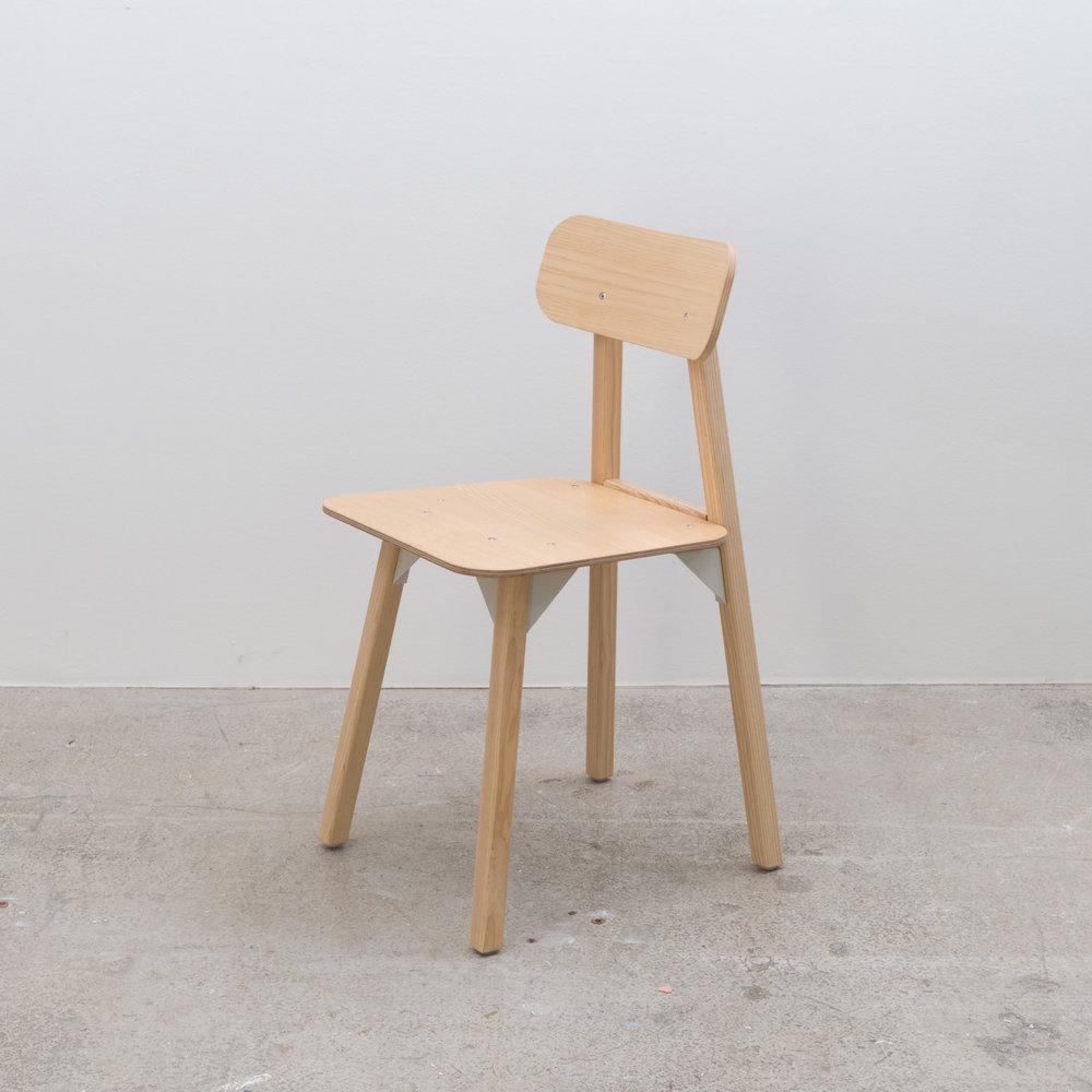 Bracket chair - ply
