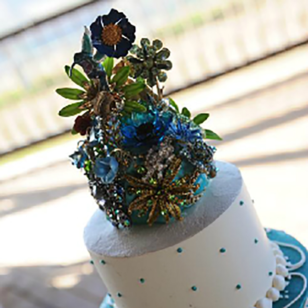 Cake topper by Fantasy Floral Designs, San Juan Capistrano, California.