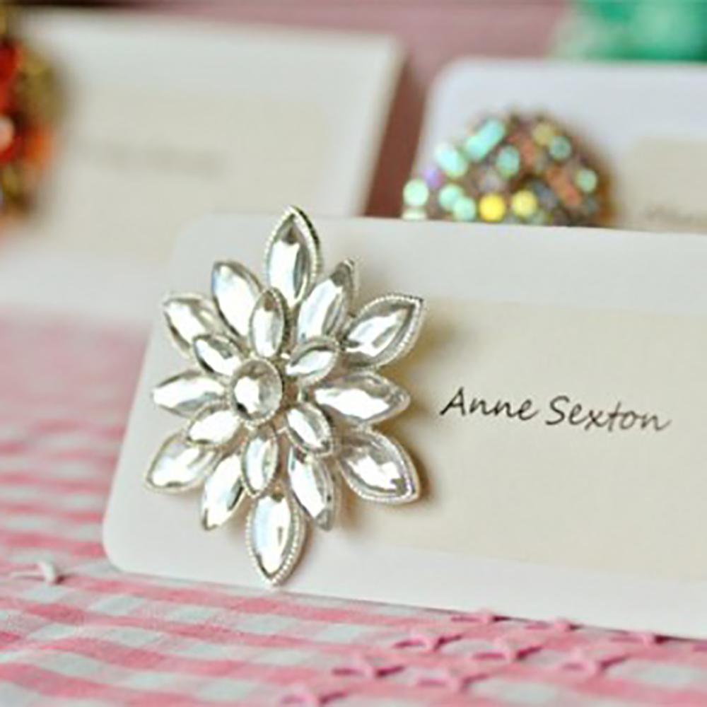 DIY Vintage Brooch Escort Cards, tutorial at the Intimate Weddings blog.