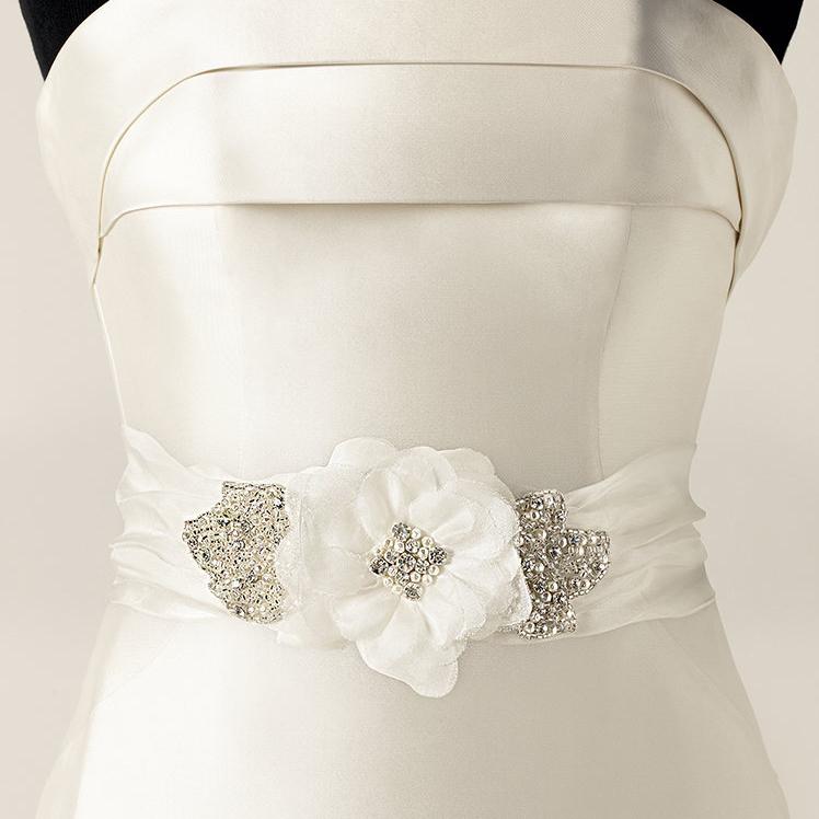 pronovias accessories CINT434 curvaceous couture.jpg
