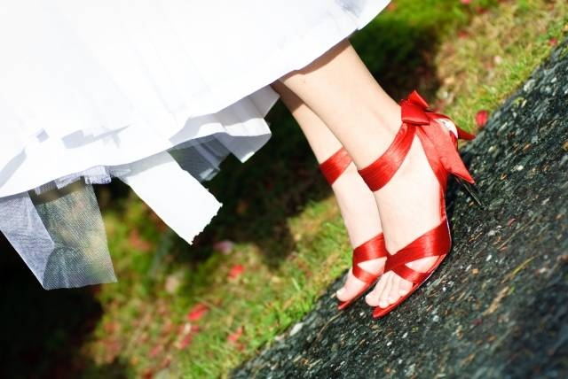Red wedding shoes from Endless.com, featured on Bronze Budget Bride.