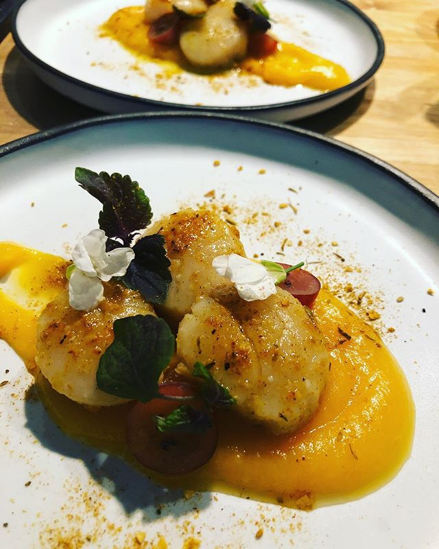 Hokkaido scallops with vadouvan and kabocha squash purée. . . . #food #catering #losangeles #rainyday #yummy #eeeeeats #scallop #seafood #events #weddings #dinners