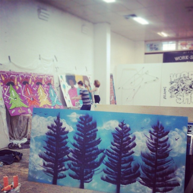 Indoor Rainy day painting for @4pinesbeer with @Rilla_drew @youngearlgrey @ben_marriott_ @workshopaus