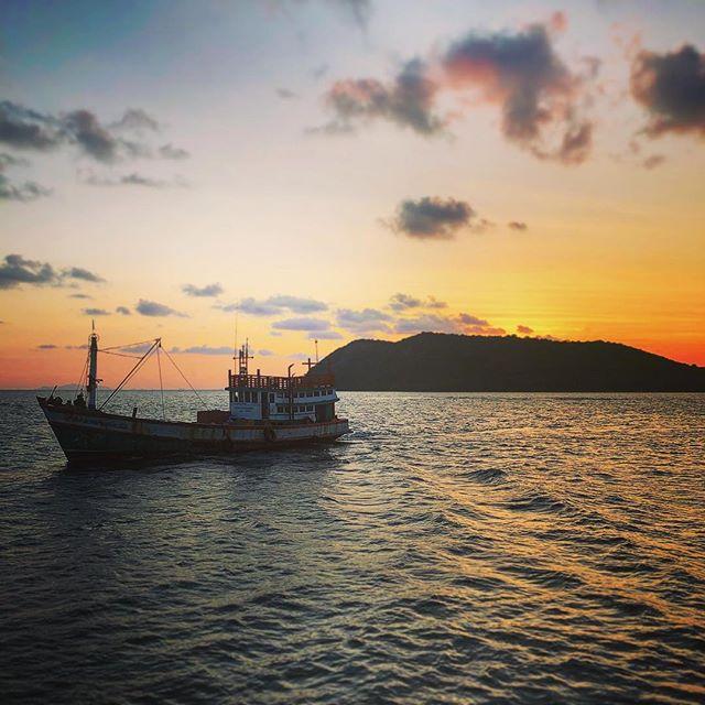 Sunset over Koh Tao #thailand #kohtao #sunset #landscape #onthewater #gulfofthailand #sea #fishing #fishingboat