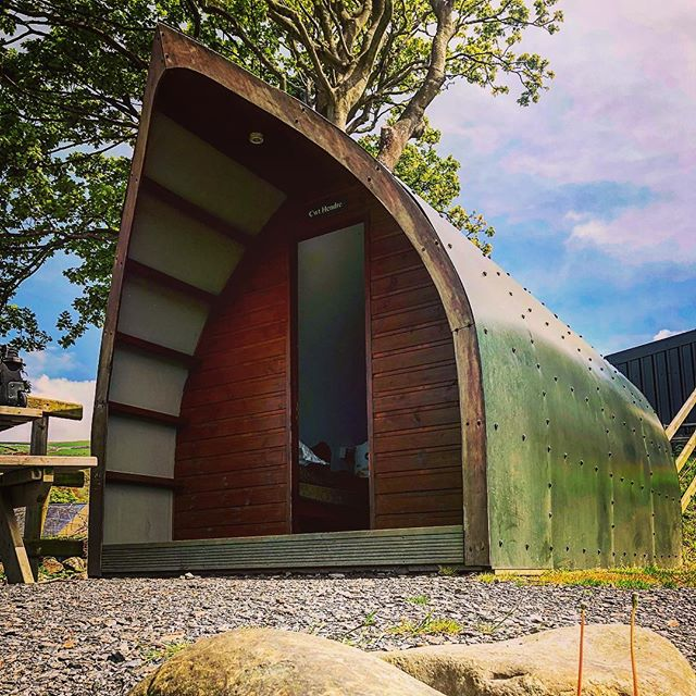 "So me and @keiranfuller arrived at our accommodation for evening. It's just known at ""the pod"" and I think we would both describe it as cosy. Already told Keiran I'm not spooning him #justfriends #filmingtrip #ladsontour #wales #videoproducer #videoproduction #travel"