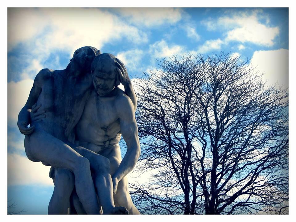 tuilleries statues.jpg
