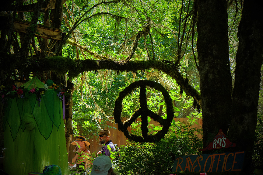 peace and love at the Oregon Country Fair