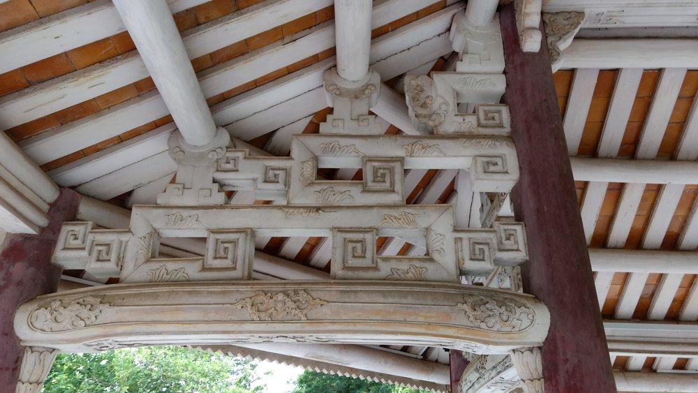 Structural and decorative cloud motif