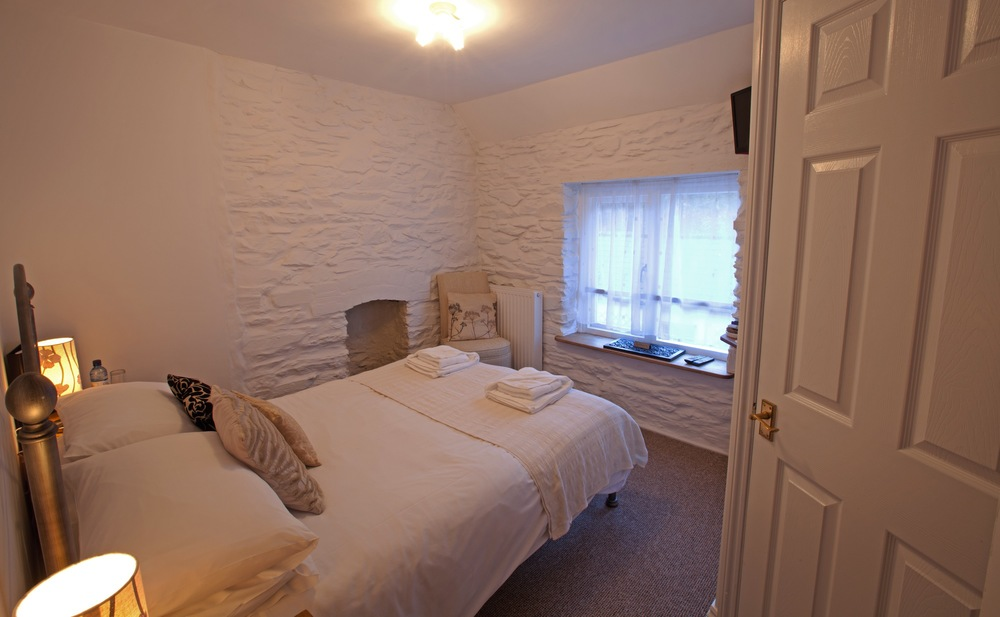 Small Double Room 4