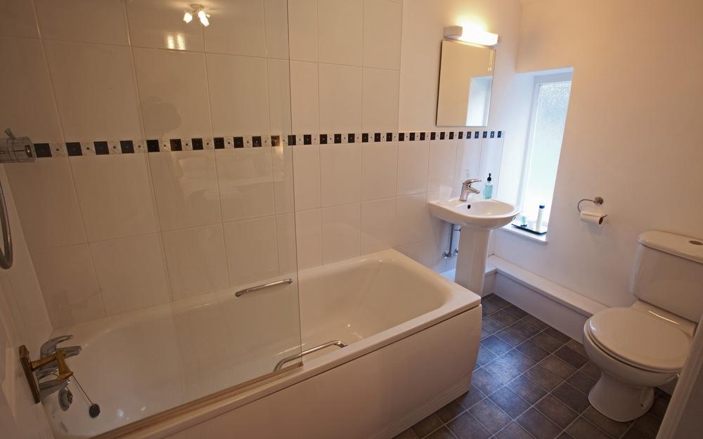 Bathroom to Double Room 5