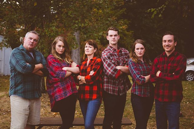 Name a better looking family in plaid. Also, please do not actually name a better looking family in plaid. // love this family of mine and getting to fly home for weekends with them 💘