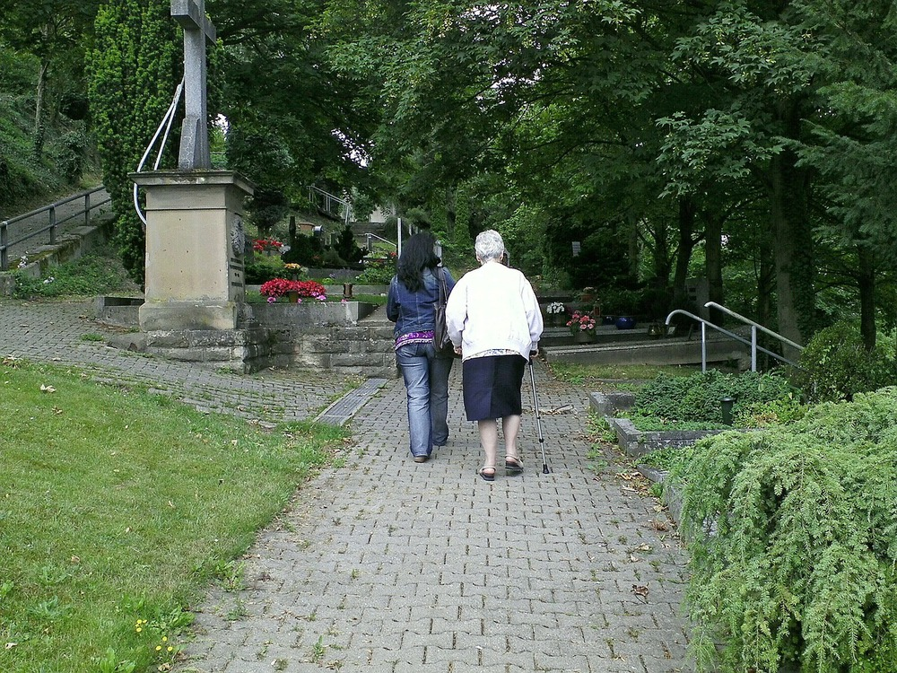 cemetery-187659_1280.jpg
