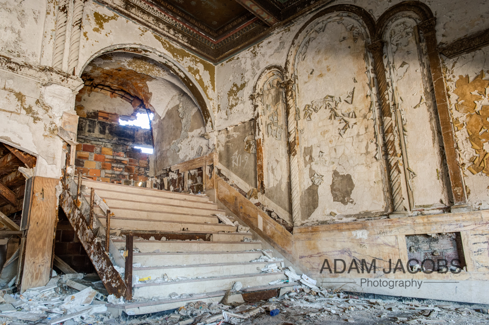 The formerly opulent entrance to the Eastown Theatre now nothing more than decrepit steps and peeling walls. Despite being so sad I couldn't help but think that this interior would make an awesome location for a fashion shoot.