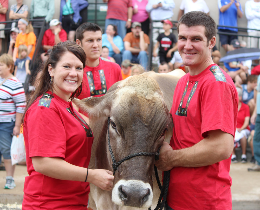 cow milking contest brown swiss kelsi and jeremy mayer.JPG