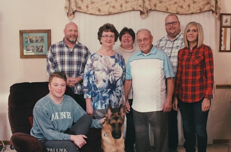 Thanksgiving 2017 - Bruce, Noah, Doris, Ron, Becky, Bernie, Laura & Luger