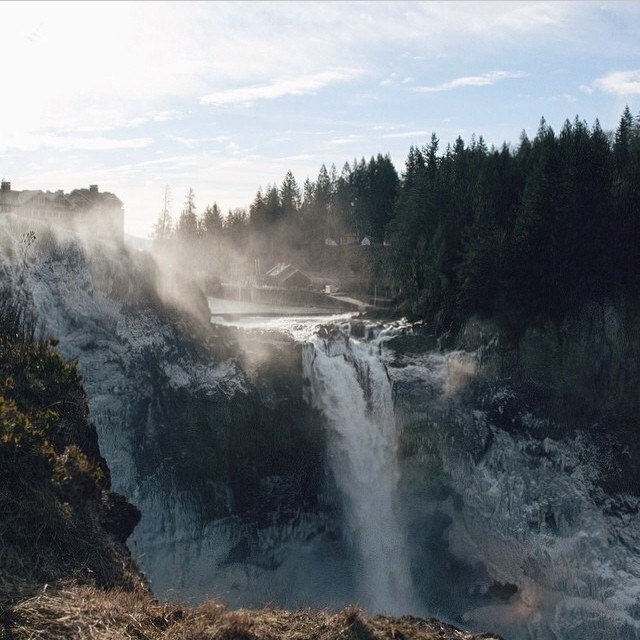 Snoqualmie Falls, Snoqualmie, WA | Happy place of @pureandcool | #adventure #bucketlist #bestcoast #discover #explore #greatoutdoors #gooutside #waterfall #snoqualmiefalls #hiking #nature #naturegram #natureaddict #igtravel #ignature #travel #traveladdict #travelgram #winter #wonderland #wander #wanderlust #happyplace #pnw #northwestisbest #landscapes #sunset #mothernature | Tag your happy places in nature!