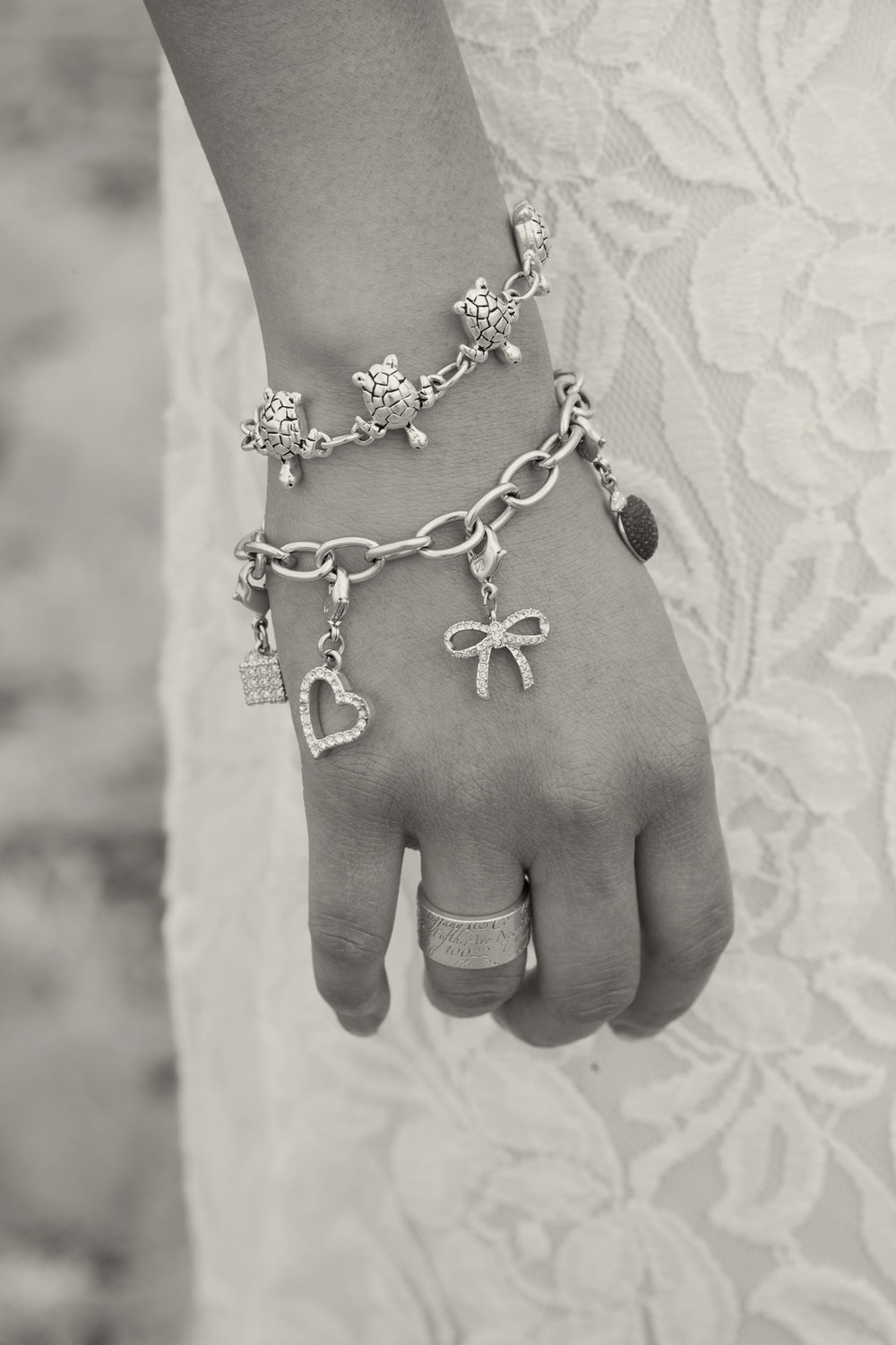 Vivir Photography_Jewlery_08.jpg