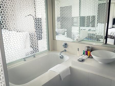 Deep soaking bath