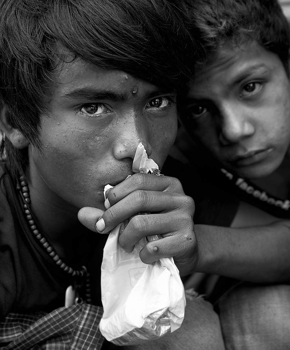 Patan Boy sniffs as the effects take hold of Ramoosh.