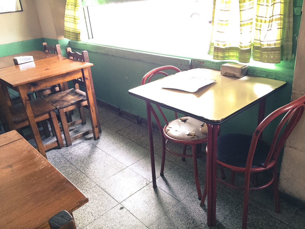 Casual cafe restaurant, I love how the chair is devastated. I tried, but as I couldn't read the menu, I ended up getting a big DEEPLY flied chicken. I am a big deep-fried-stuff hater. 地元のカフェレストラン 椅子がね、ボロボロなの、かわいいの メニュー読めなくて、大の苦手な揚げ物がドバーンって出てきて泣いた