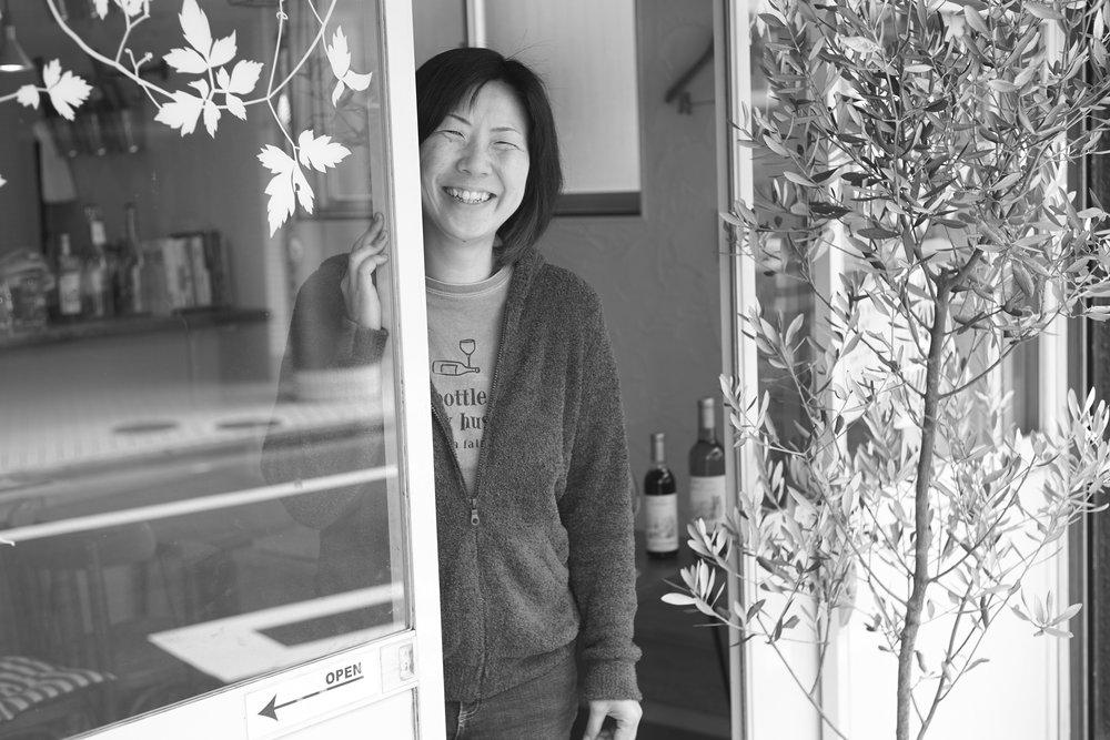 """【 プレシャス 2018 1月号 】p35 """"Life is so precious! """" 東京ワイナリー店主・越後屋美和さん"""