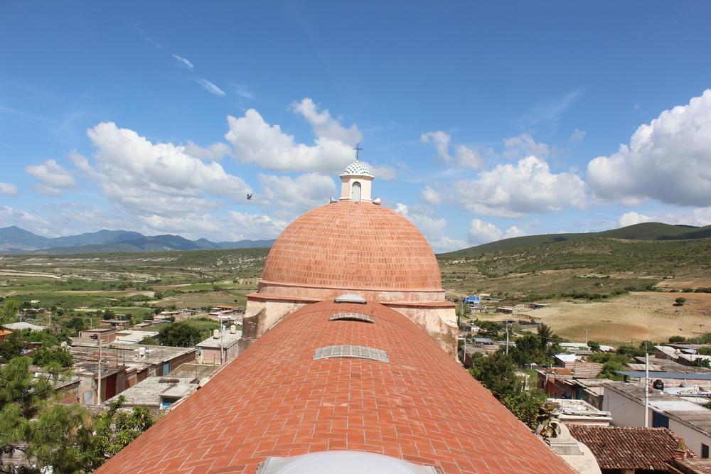 Se concluyó primera etapa de intervención del Templo de San Lucas Quiaviní, Tlacolula Oaxaca. El Taller de Arquitectura realizó la entrega al comité del templo y autoridades de la comunidad.
