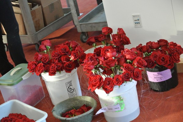 Architectural Centerpieces combined art, form, and function.  The red rose accents were a nod to Qualys' company color.