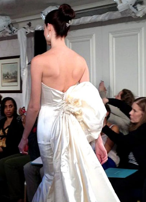 Give them something Gorgeous and Bold!   Ines Di Santo courtesy of   Brides.com  .