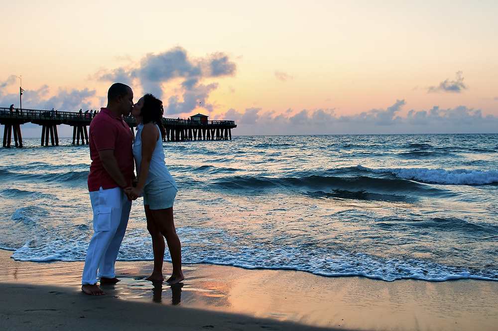 Early morning kisses on the beach - Engagement Photos by www.jc-ruiz.com.