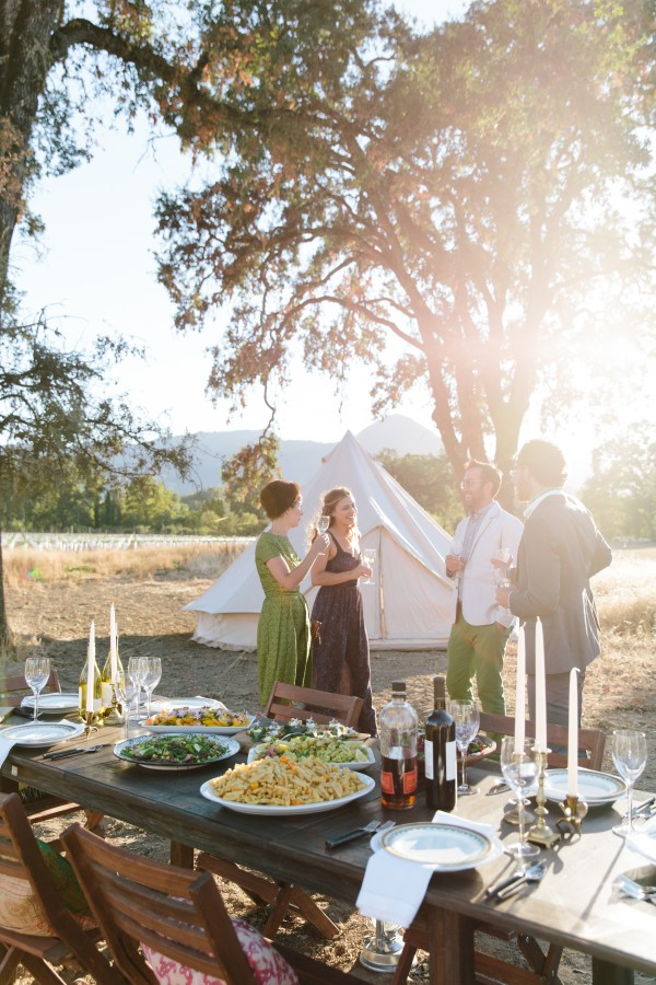 Guests mingle in a stunning, elegant outdoor setting. Photo courtesy of Shelter-co.
