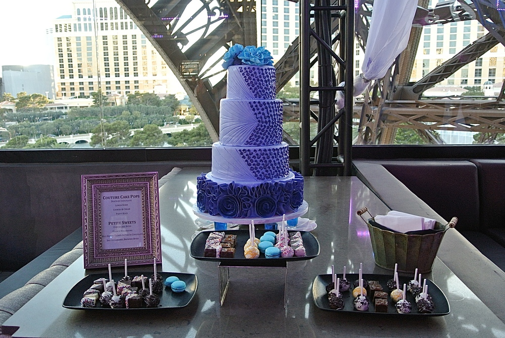 Wedding Cake by Dolce Bistro & Bakery.  Photo by Las Vegas Wedding Planner Andrea Eppolito.