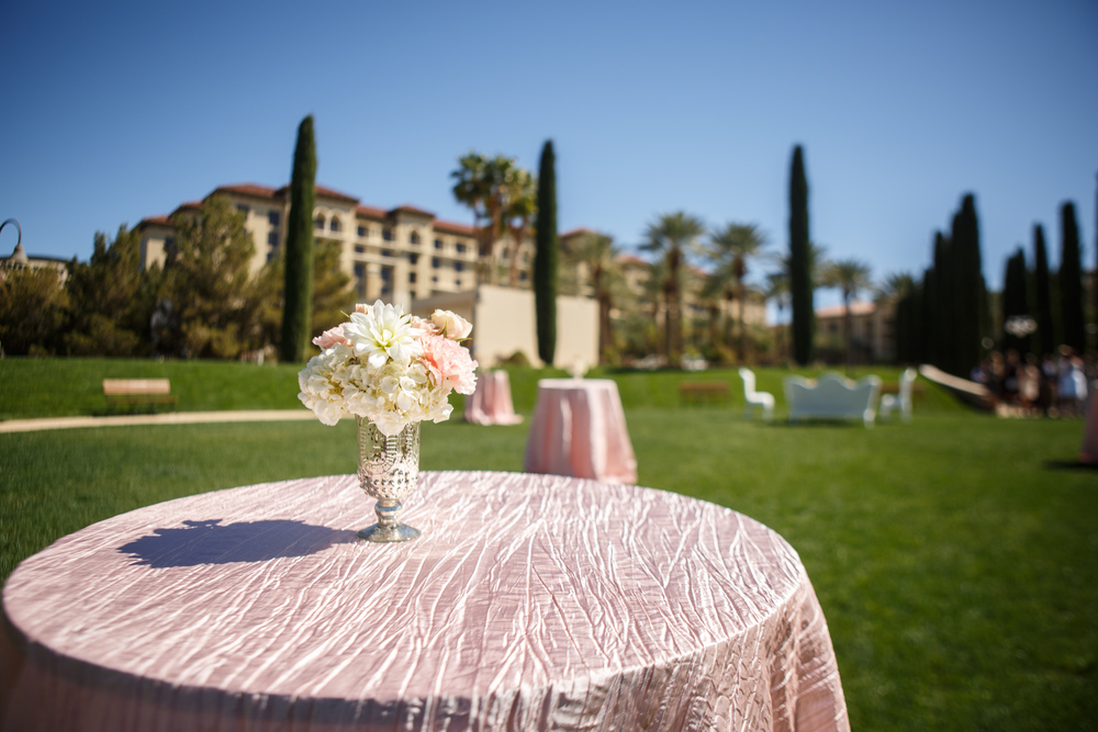 Crushed pink linens and petit floral arrangements pop against the backdrop of Green Valley Ranch.