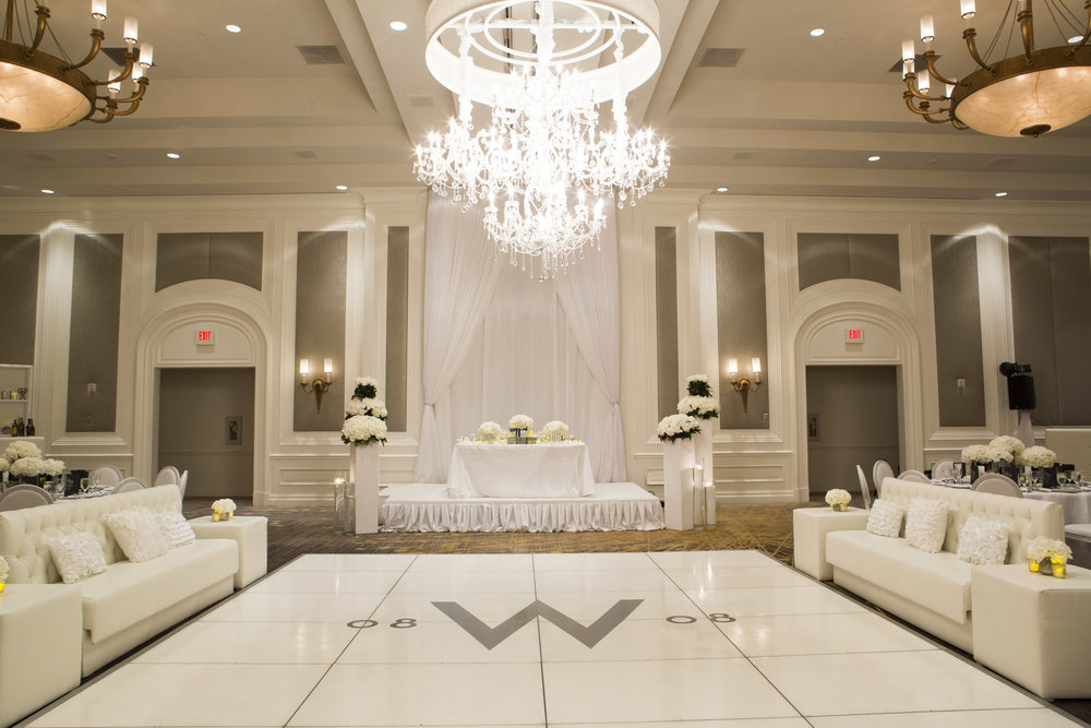 White on white wedding at Four Seasons.   Four Seasons Wedding by Las Vegas Wedding Planner Andrea Eppolito.  Image by AltF Photography.  Decor by DBD Vegas.