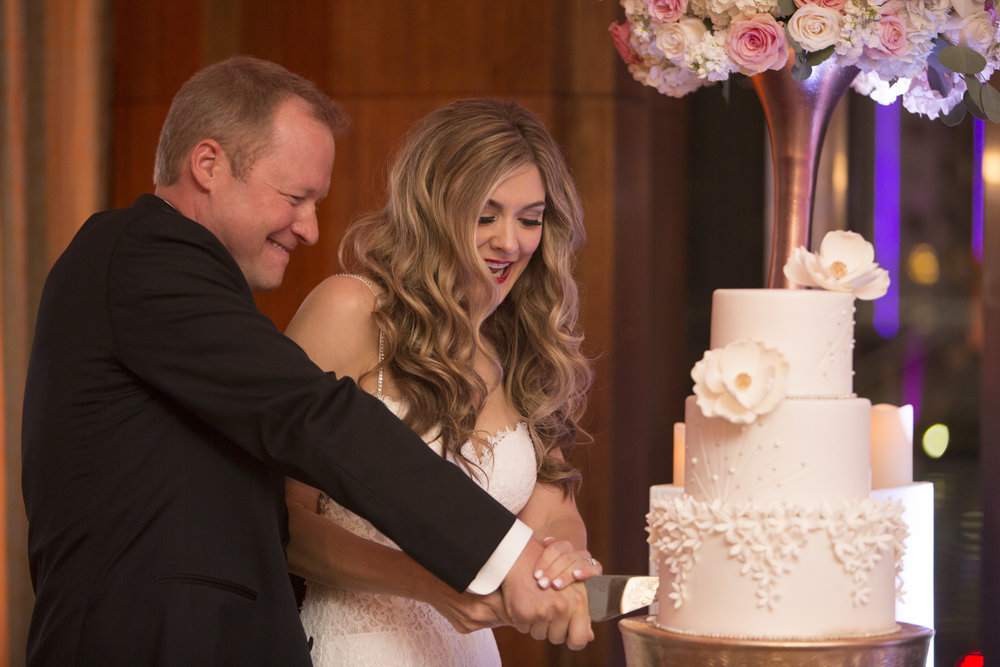 Cutting the cake. Las Vegas Wedding Planner Andrea Eppolito.  Image by AltF.